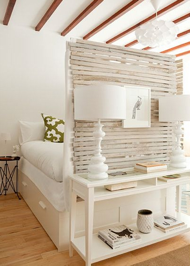 DIY Pallet Room Divider