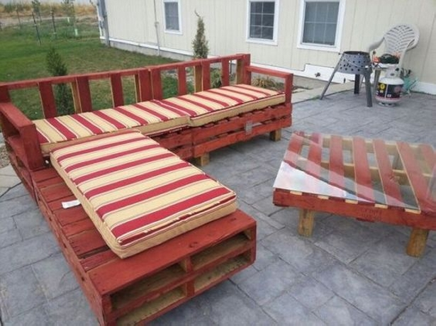 Decor your garden with Pallet Couch