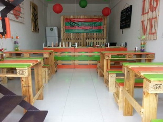 Decorated Bar Pallet Furniture