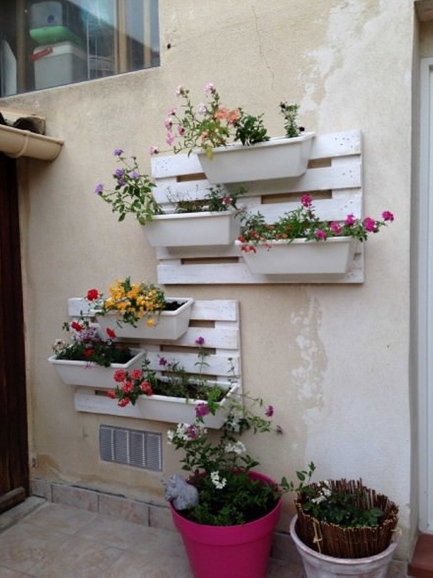 Floral Wall Planter with Pallets