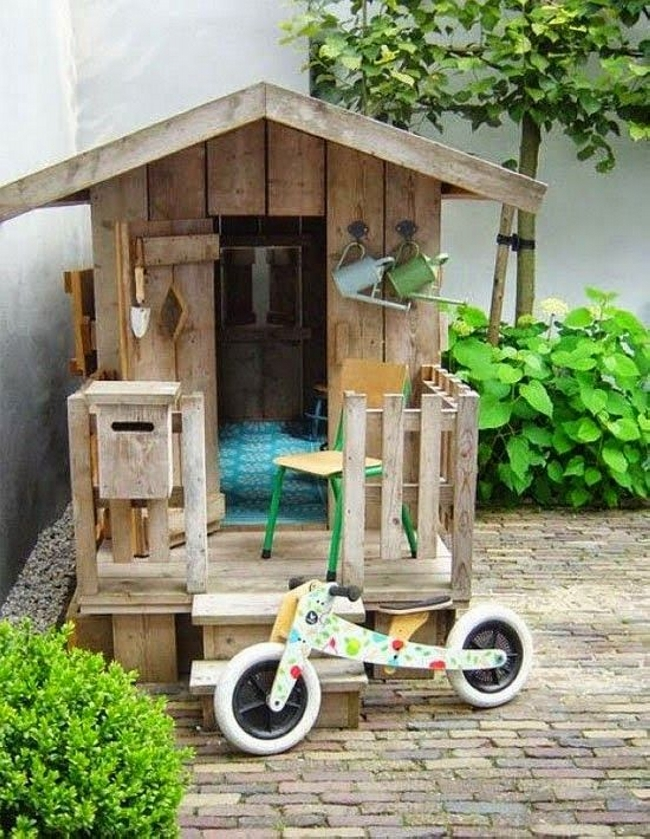 Kids Fun with Pallet Playhouse
