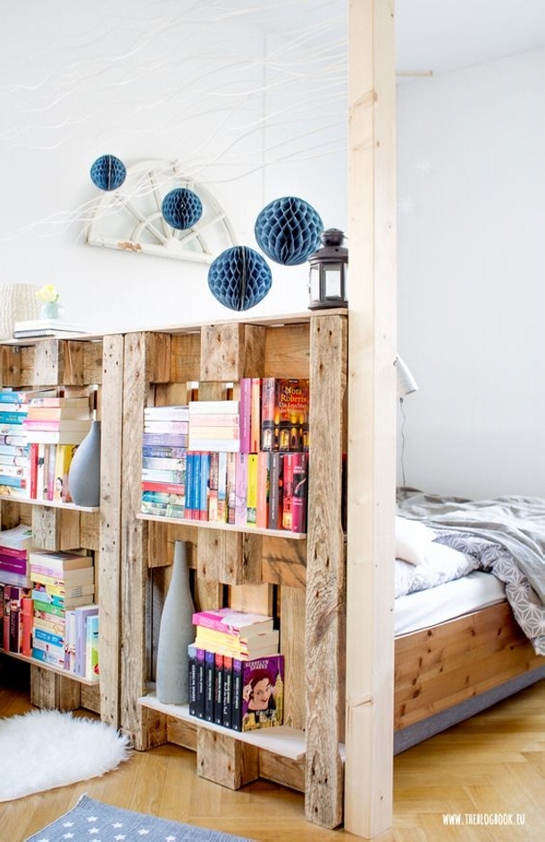 Pallet Room Divider with Bookshelves