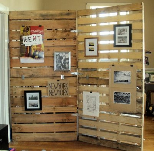 Pallet Room Divider with Decor