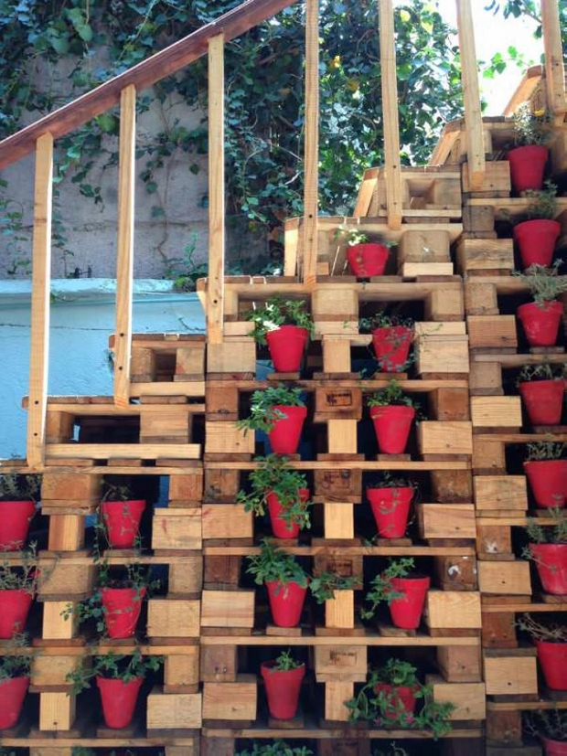 Pallet Stairs Decor