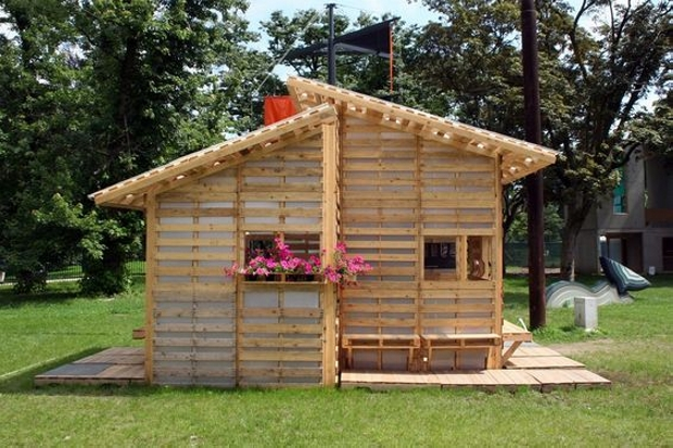 Shelter houses made easy with wood pallet wood pallet ideas for Casa meubles de jardin