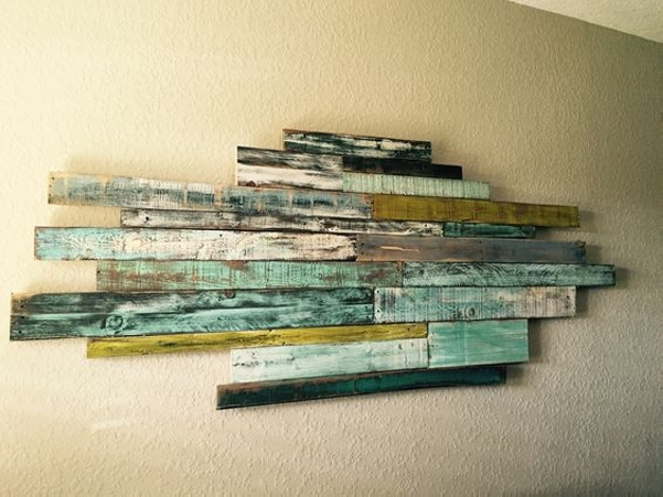 Simple Wall Decor with Pallet Wall