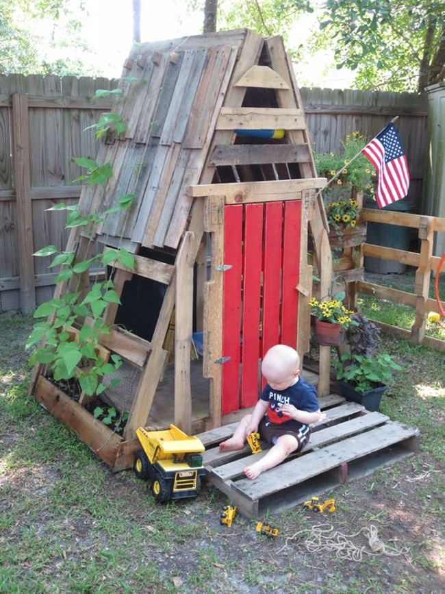 Teepee Kids Pallet Playhouse