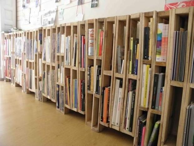 Vertical Pallets Bookshelves