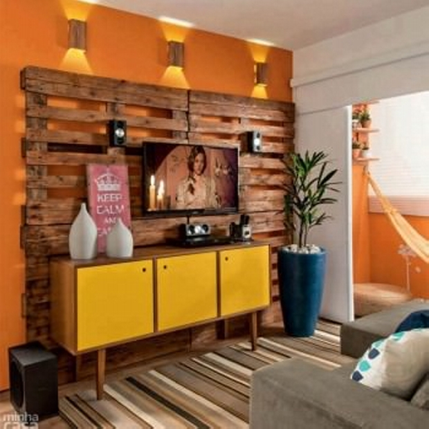 Wall Decoration with pallet wood