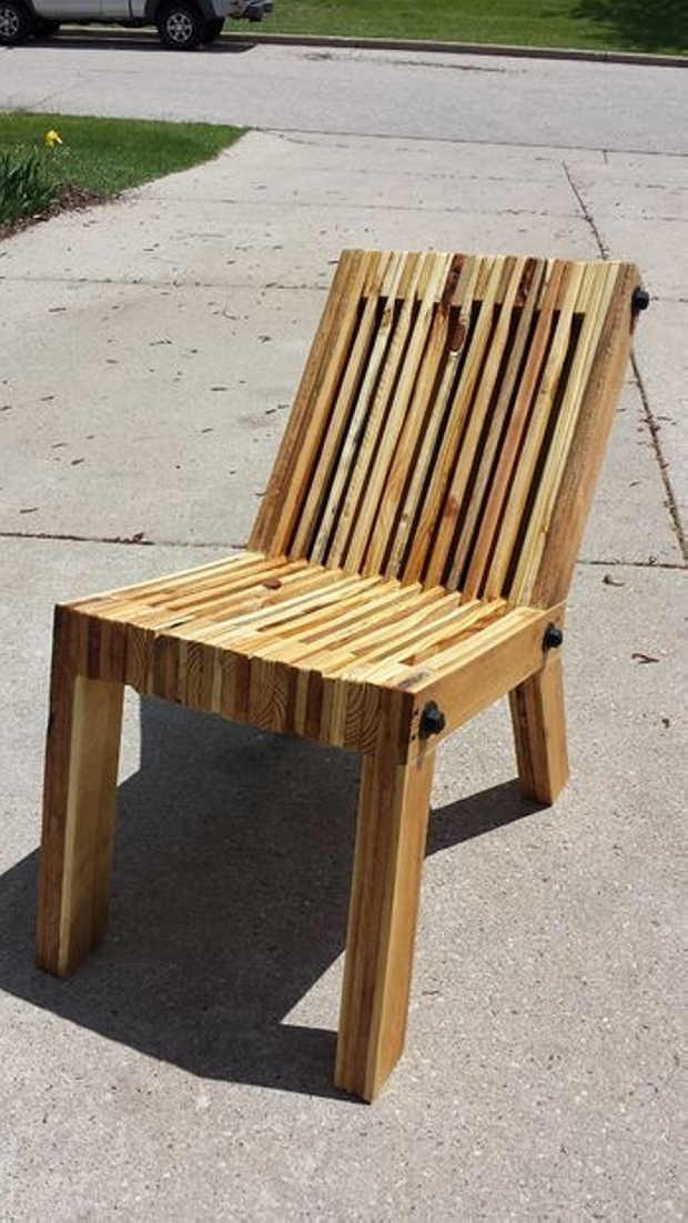 Recycled wood pallet chair ideas wood pallet ideas for Chaise en palette