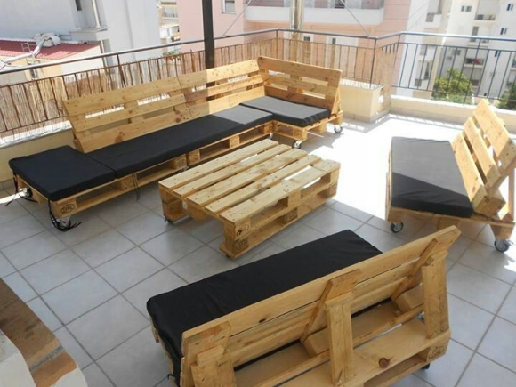 balcony furniture from wood pallets