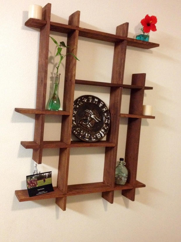 decoration with pallet shelves