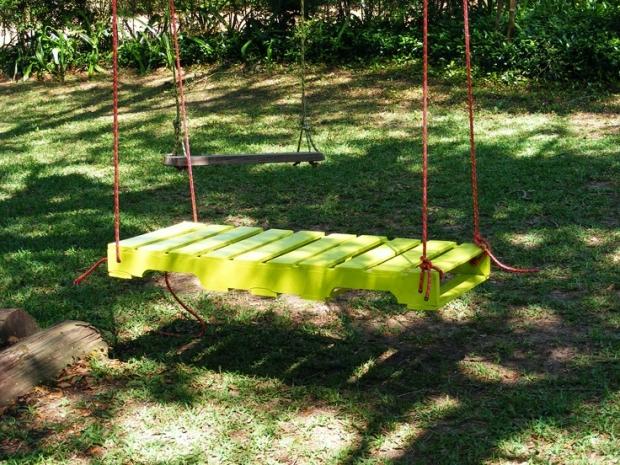 green pallet swing