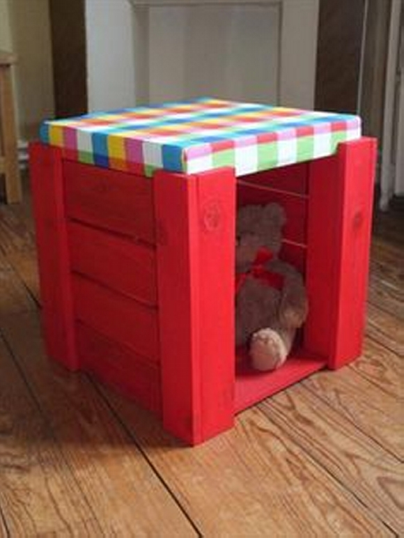 kids doll house from wooden pallets