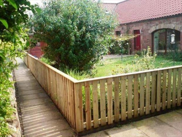 Upcycled pallet ideas wood pallet ideas for Front garden fence designs