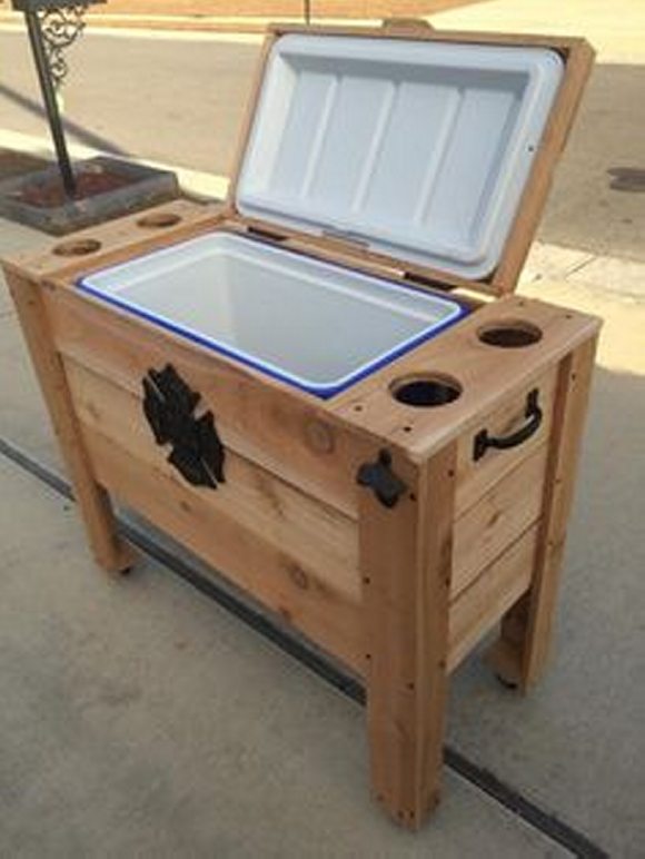 Ideas for pallet diy projects wood pallet ideas for Wooden beer cooler plans