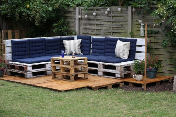 pallet patio deck with furniture