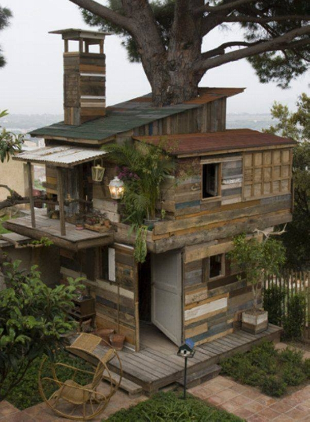 tree house with pallets wood