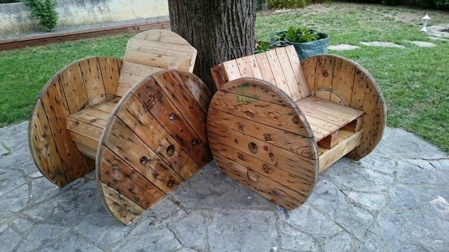 Cable reel with pallets chairs