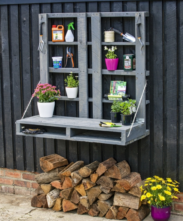 Pallet Potting Wall Bench