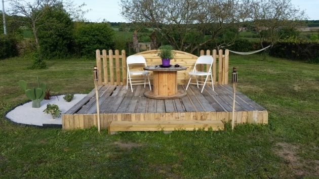 garden deck bed with pallets
